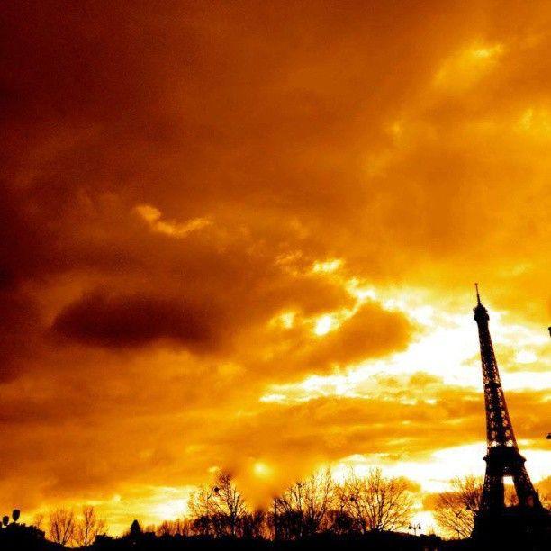 paris_champs_elysees #paris on fire #toureiffel #eiffeltower #paris_champs_elysees #france http://instagram.com/p/X1v0w2rAHR/?modal=true