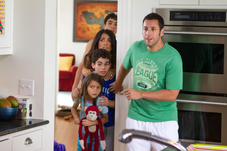 Adam Sandler y Salma Hayek junto a su familia en Niños