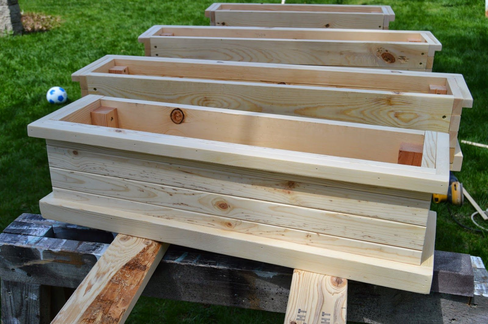 How To Build Flower Boxes (With images) Window planter