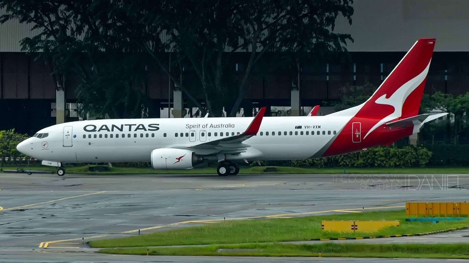 Qantas Boeing 737-800 (VH-VXM) in the new Qantas livery ...