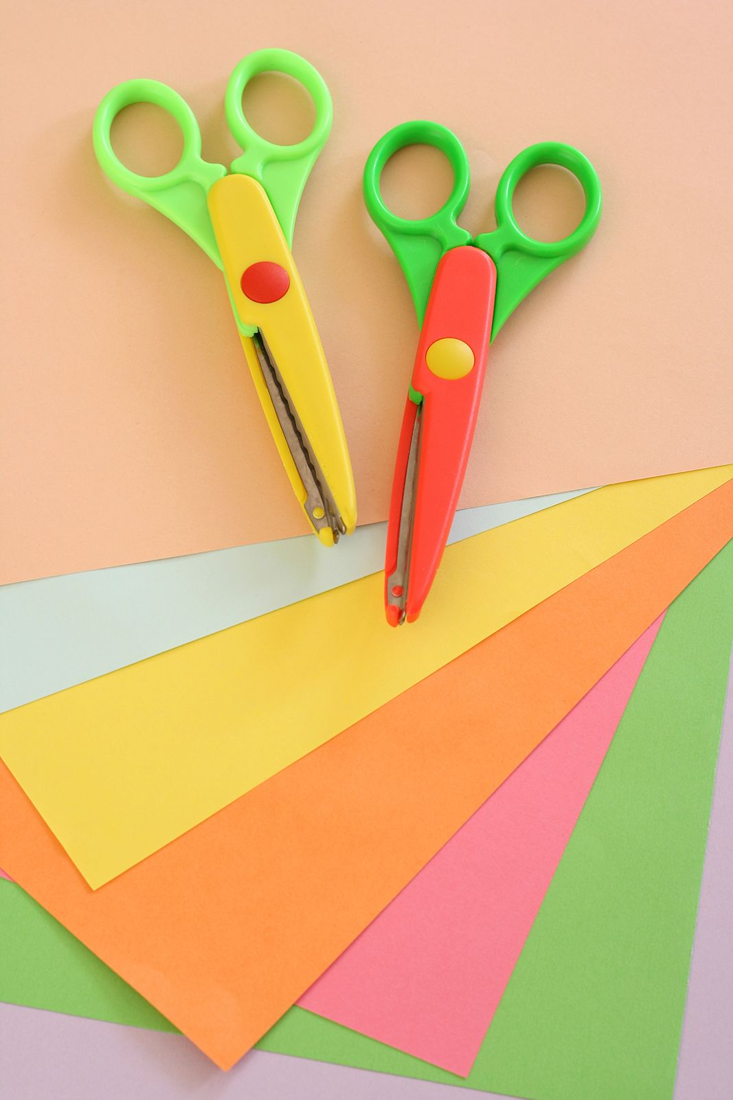 DIY Wall Art Ideas a whole family will enjoy. Check it out here ...