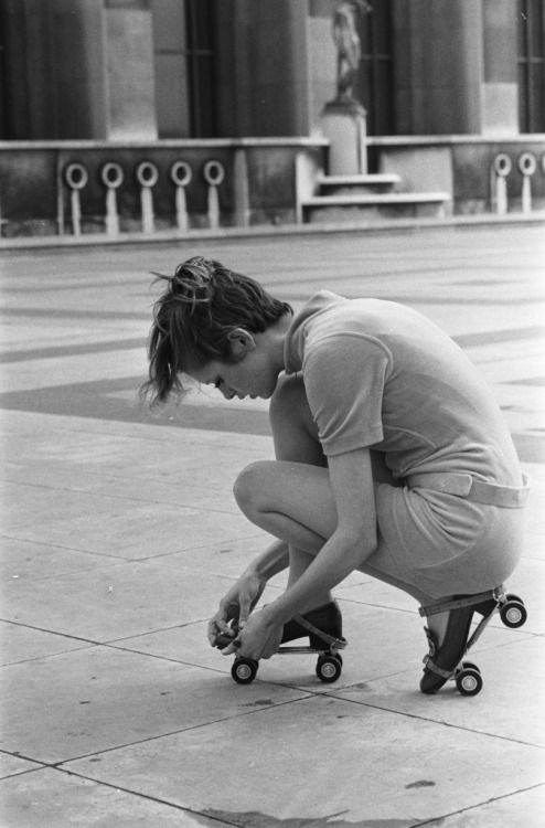 alwaysbevintage:  Twiggy with roller skates photographed in 1967, Paris, France