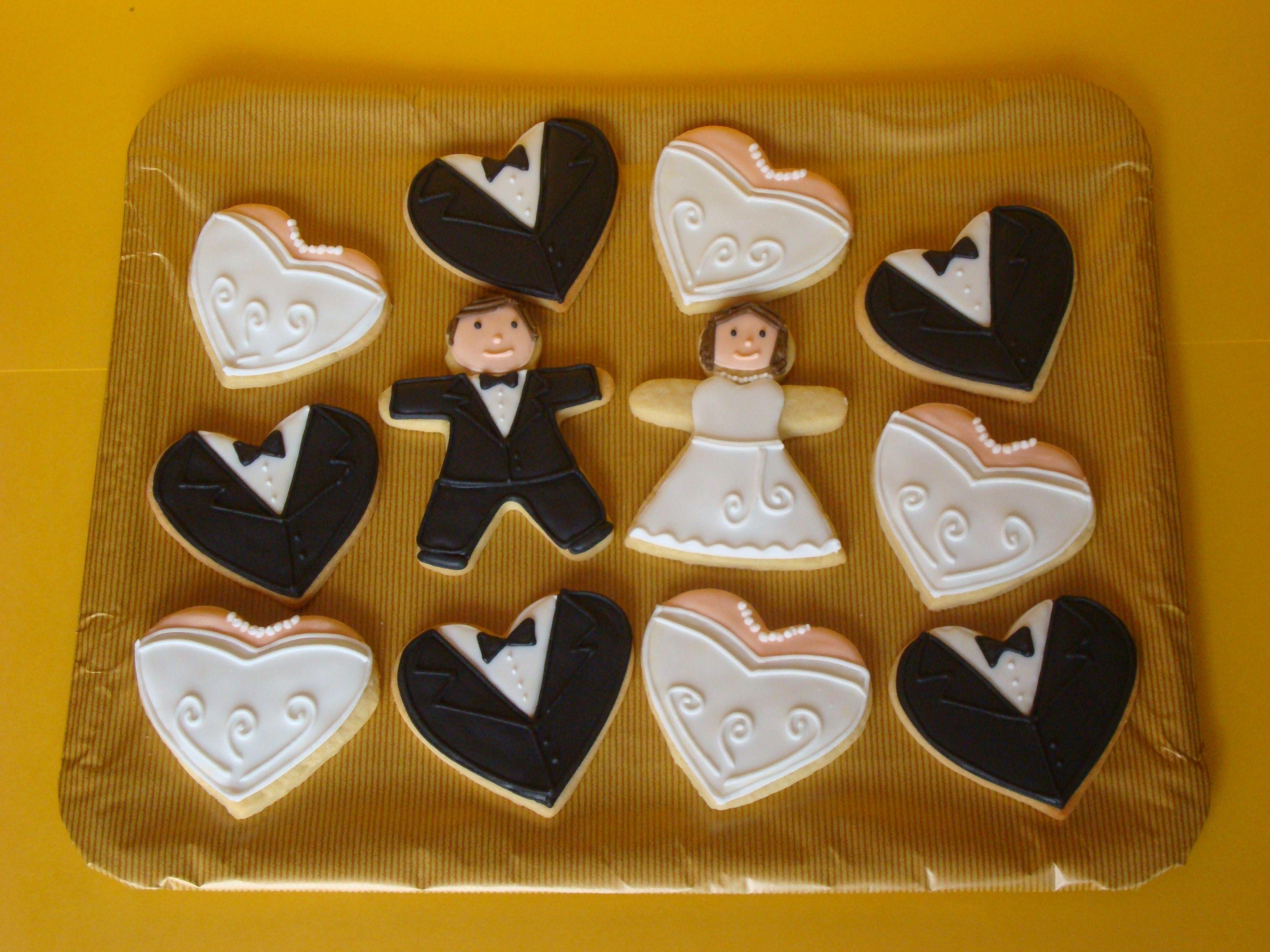 cupcake recipes for bridal shower%0A Galletas Decoradas con mu  ecos de los novios y coraz  n de novio y novia   Wedding Cookies