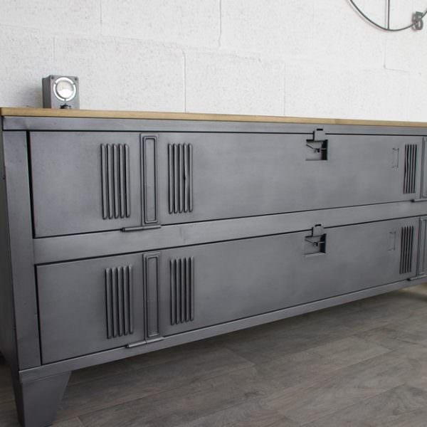 Un buffet industriel avec un vestiaire 2 portes meble pinterest buffet - Renover casier industriel ...
