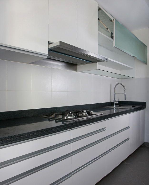 Mobiliario de cocina en color blanco tablero de granito for Perfiles aluminio para muebles