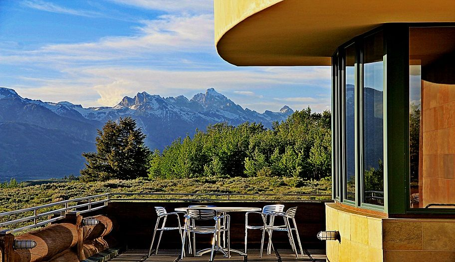 Gros Ventre North  ||   5 bedrooms, 7 baths  ||  7,378 square feet  ||   $5,200,000  ||  Jackson Hole, Wyoming  ||  http://SpackmansinJH.com  ||  08-5498