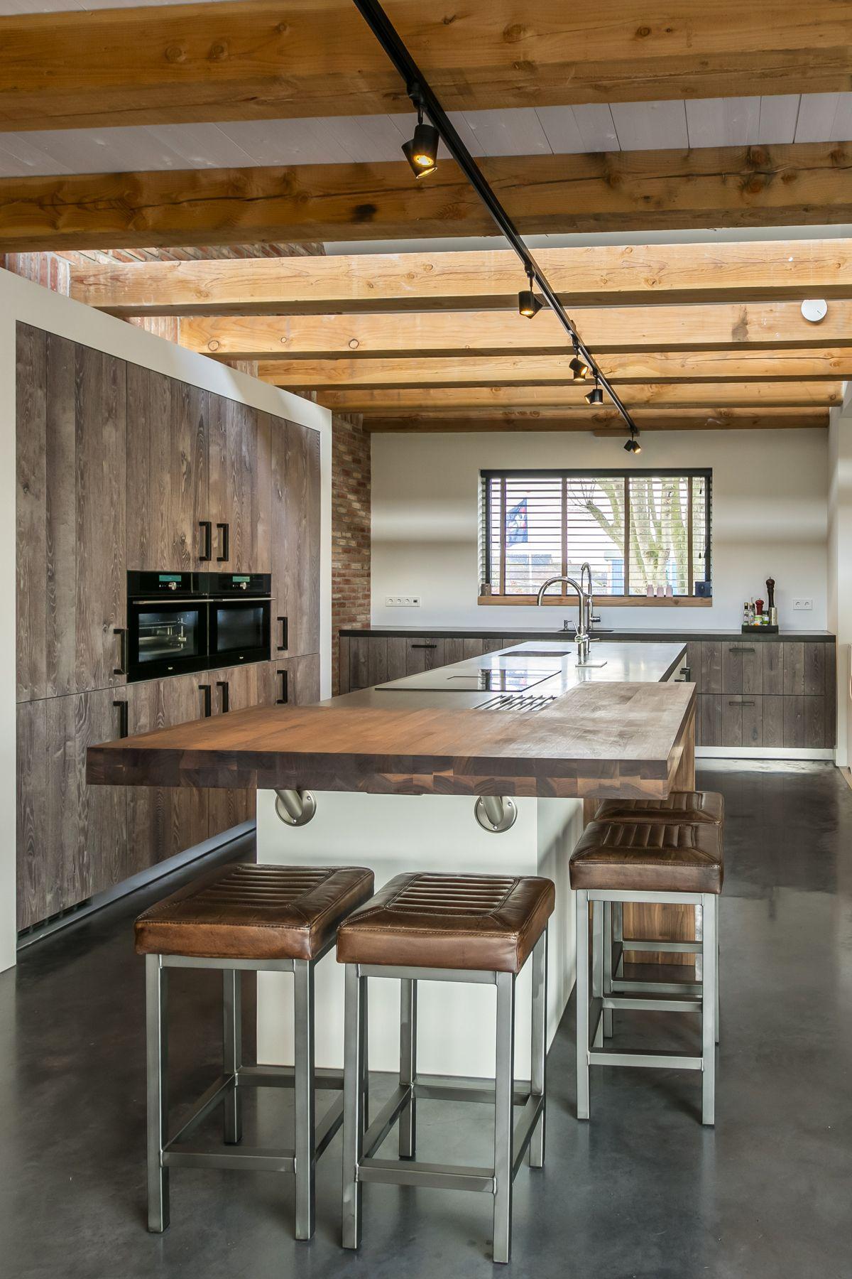 Super Modern landelijke keuken met kastenwand. Voorzien van kookeiland #FB42