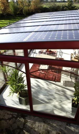 Véranda avec panneaux solaires ou photovoltaïques - Gamme Soleya