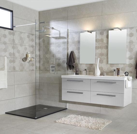 Grande salle de bain douche a l 39 italienne et double vasque for Decoration maison italienne