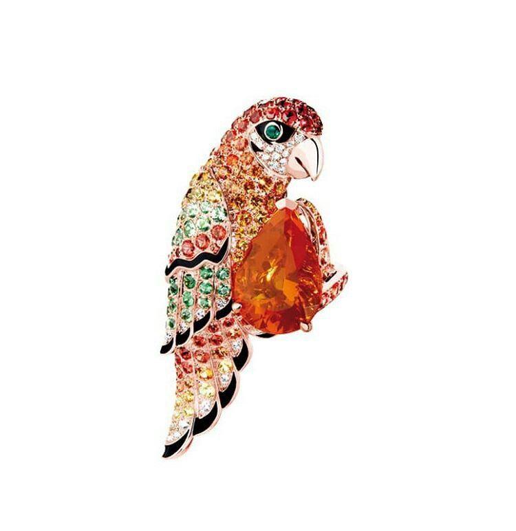 Boucheron: Nuri, anello pappagallo con opale di fuoco,pavé con zaffiri multicolore, tsavoriti e diamanti su oro rosa www.boucheron.com
