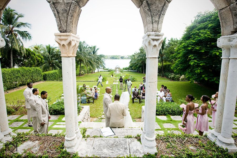 Wedding Ceremony At The Cloisters One Only Oceans Club Bahamas Bahamas Wedding Paradise Island Bahamas Atlantis Bahamas