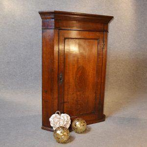 Superbe Antique Oak Corner Wall Cabinet