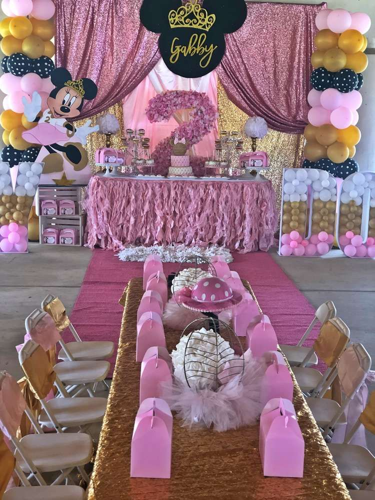 The Dessert Table And Table Settings At This Minnie Mouse Princess Birthday Pa Minnie Birthday Party Minnie Mouse Party Decorations Minnie Mouse Birthday Party