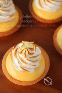 dailydelicious: Tartelette au Citron Meringue: My favorite flavor, my favorite fragrance turn into my delicious tarts.