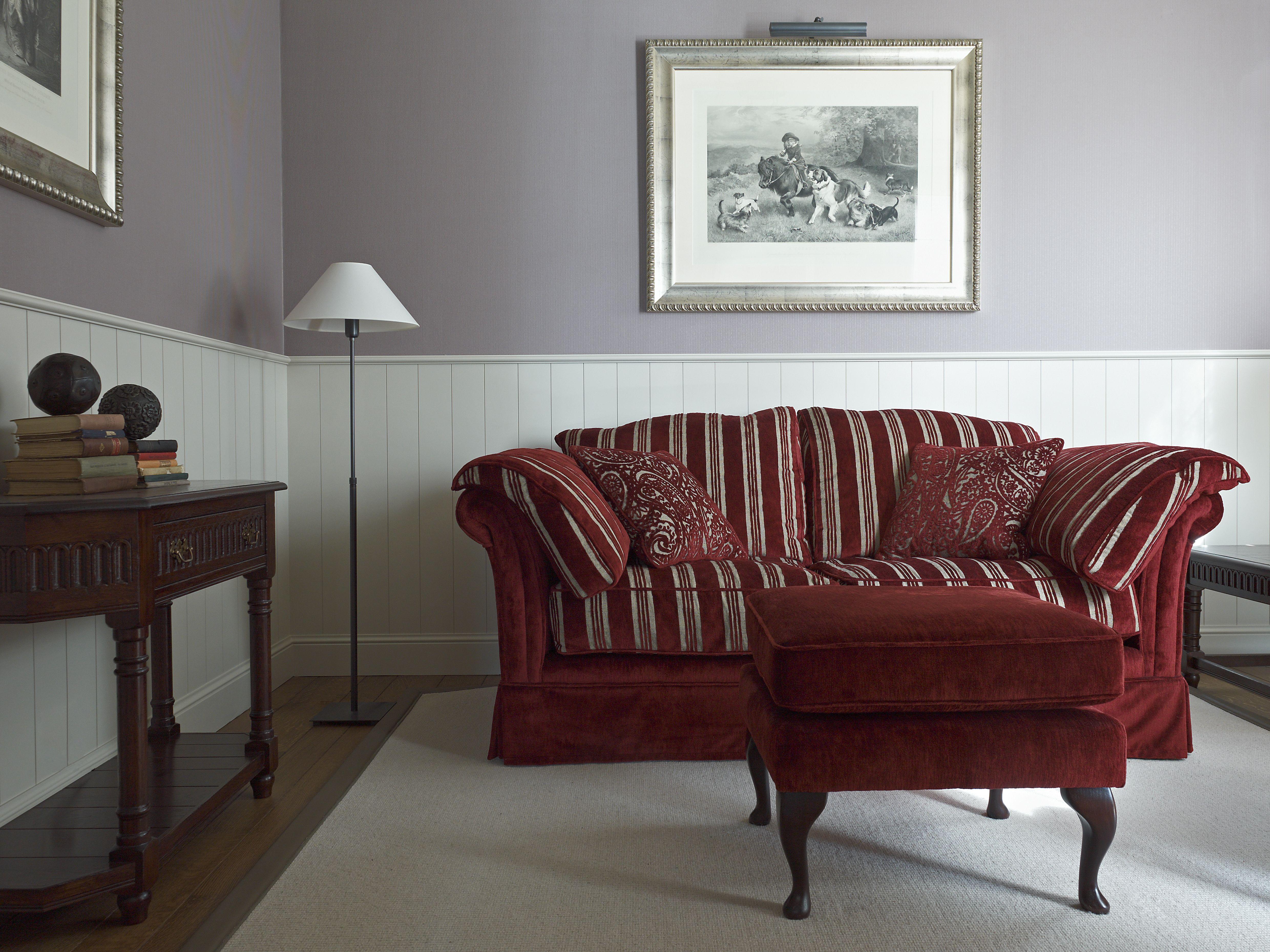 Klassiek Engels Interieur : Klassiek engels interieur □ kasteelbank in een rijkelijke bordeau
