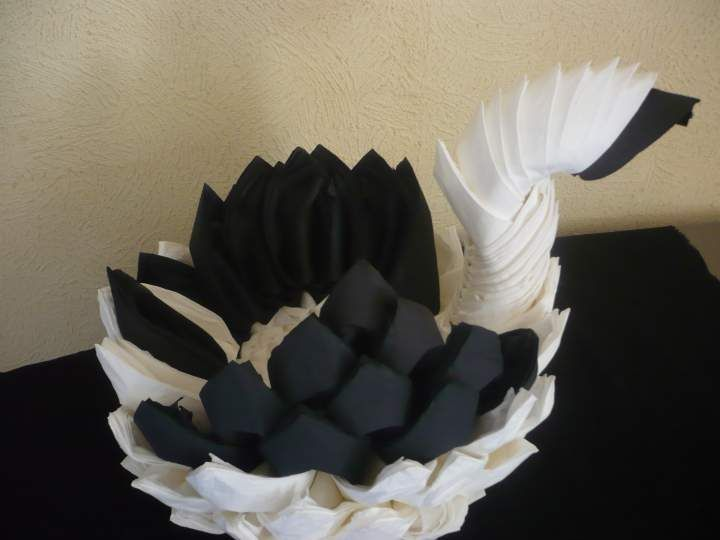 distributeur de serviettes en forme de cygne en photos pliage serviette pinterest. Black Bedroom Furniture Sets. Home Design Ideas