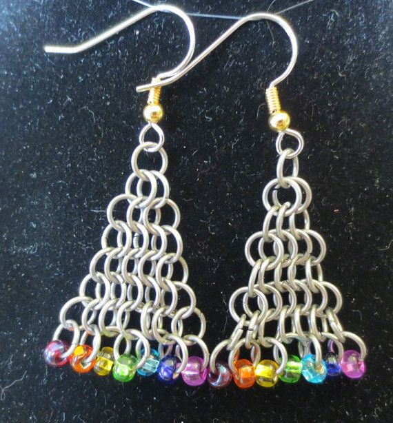 Stainless Steel Triangle Chainmail Pride Earrings. por InnerCrows, $15.00