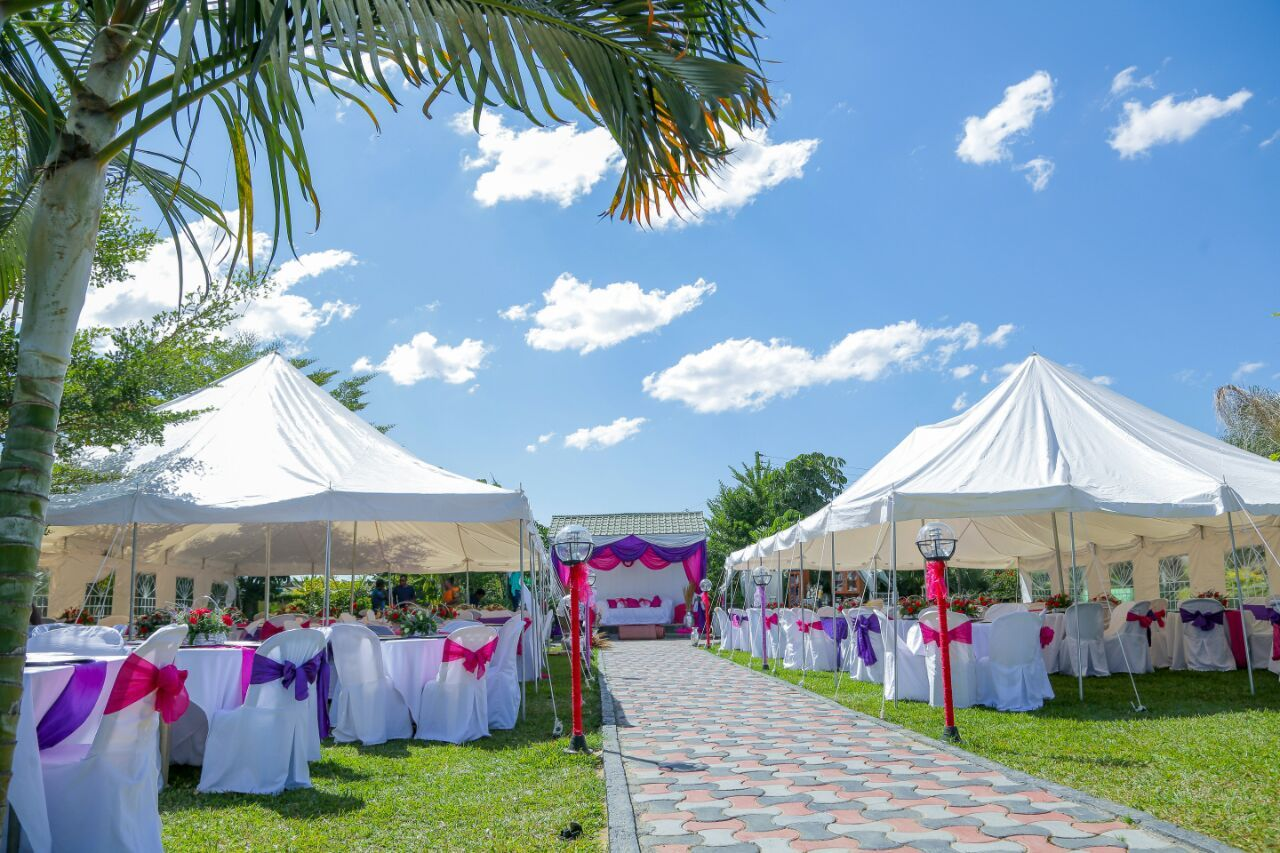 Pin By Lolo S Decor Zambia On Wedding And Kitchen Party Ideas Wedding Decorations Wedding Reception Decorations Historic Wedding Venue