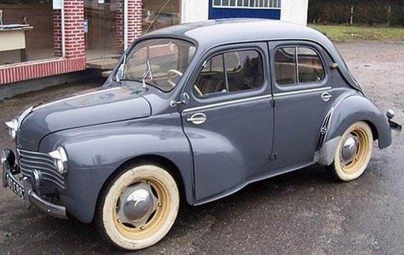 1952 Renault 4cv Photo De 20 Voitures De Collection Au Bistrot Du Coin Voitures De Collection Vielle Voiture Voiture