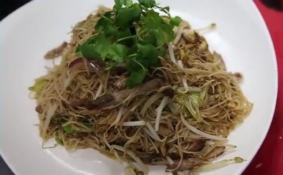 DIY Singapore Food (7) Fried Bee Hoon with Roasted Pork  http://easydiy365.com/?p=36874