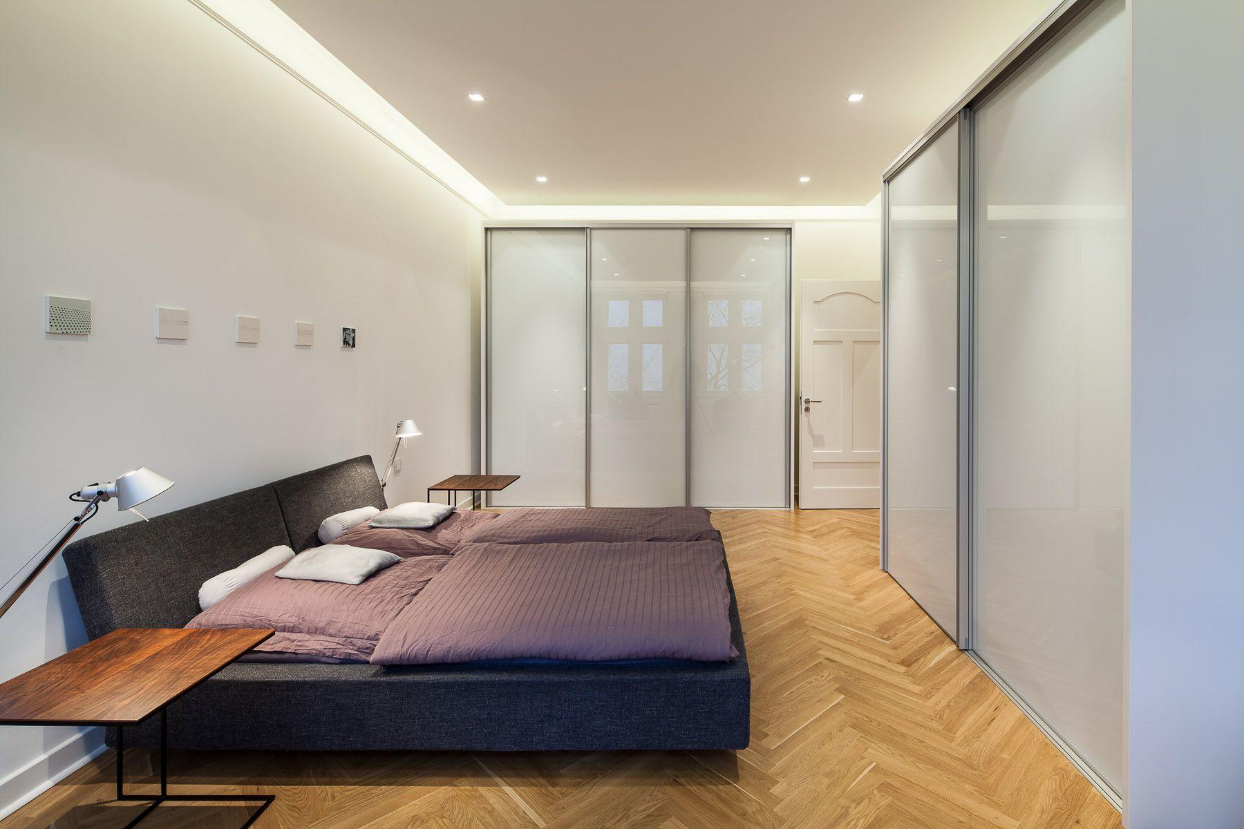 Umbau Wohnung T. - Schlafzimmer mit abgesetzter Abhangdecke und ...