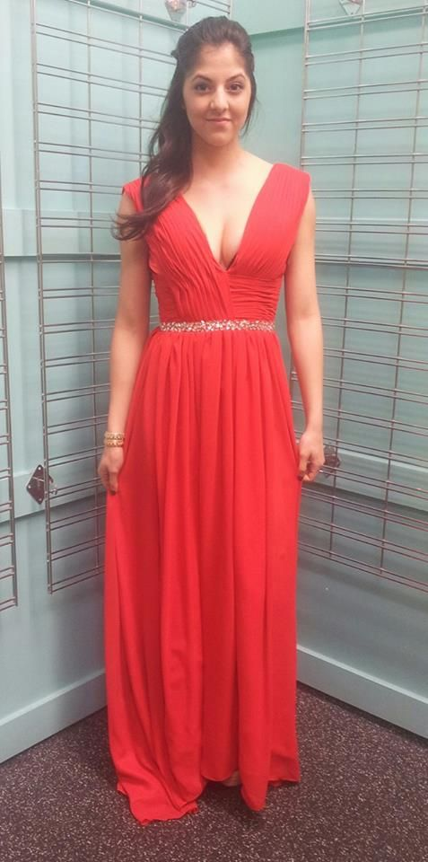 Buy Your Prom Dresses At Plato S Closet Now This Stunning Red Dress Is An Xs Just 50 Get It Before It S Gone Www Platos Red Dress Dresses Dresses Xs