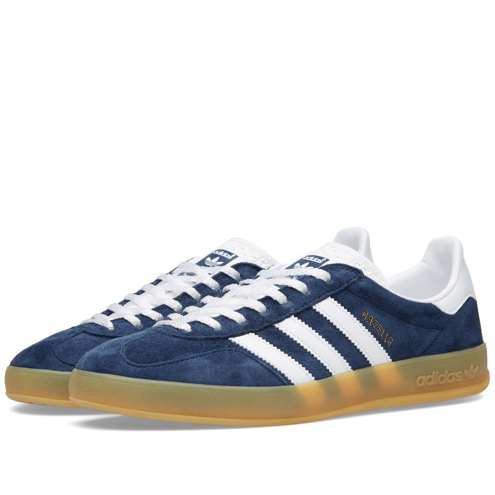 The Gazelle Indoor made a welcome return for 2014 with Adidas digging deep into the archive to resurrect this iconic silhouette. The Gazelle Indoor takes the classic Gazelle shape updating it with a T-toe overlay and of course the trademark transparent sole.     Suede Uppers Contrast Leather Stripes Transparent Sole Unit Print Tongue Patch Style Code: M21240