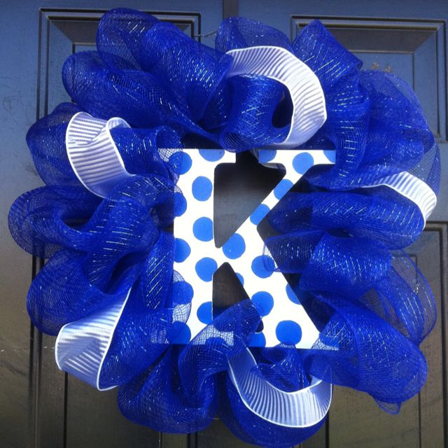 My first mesh wreath...just in time for March Madness!   Go Big Blue!