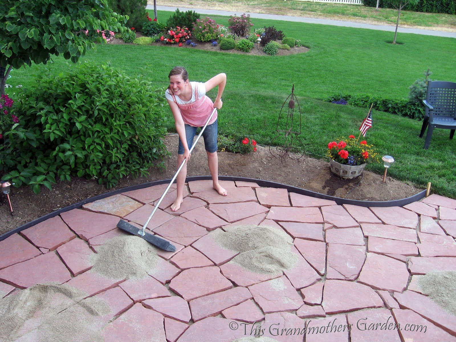 25 great stone patio ideas for your home flagstone patio for Great backyard designs