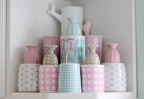 candy color + azul + rosa + branco + lilás.