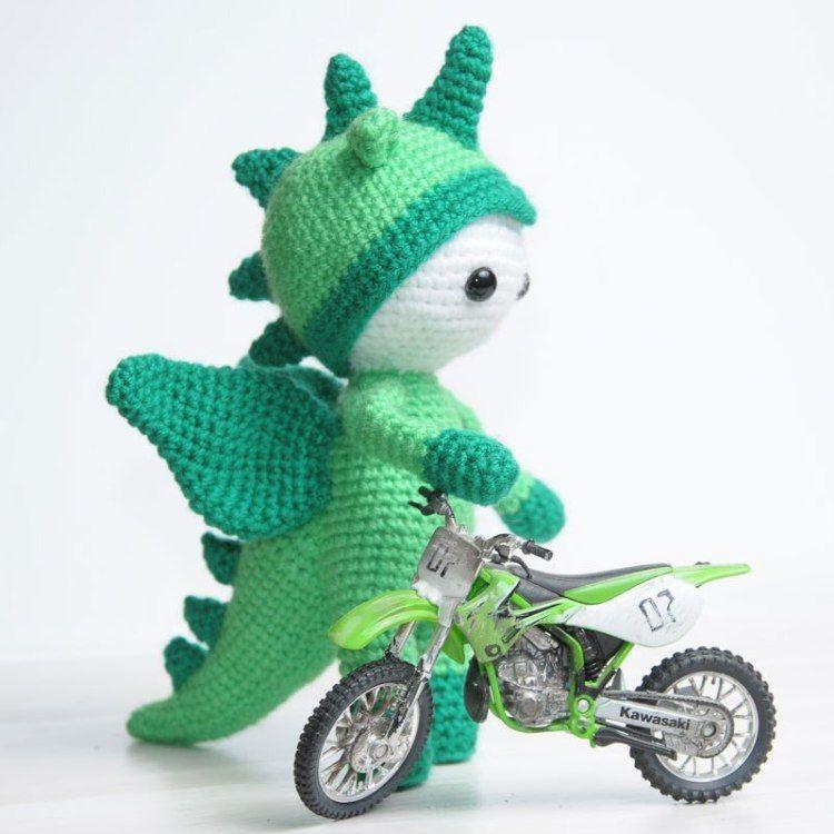 Amigurumi Puppe in Drachen Kostüm - frei Häkeln Muster | Sofie ...