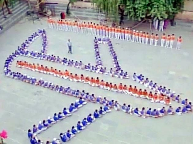 #Jammu: Studens pray for missing #IAFPlaneAN32