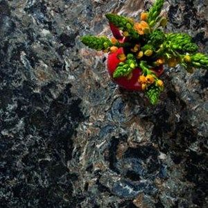 <p>Bold and sumptuous, this powerful union of black, chestnut, gray and white brings to life the rhythmic and rocky tumble of this northwest England waterway. Expressive, rich and lively, Hollinsbrook is like a fresh breath of luxury.</p>