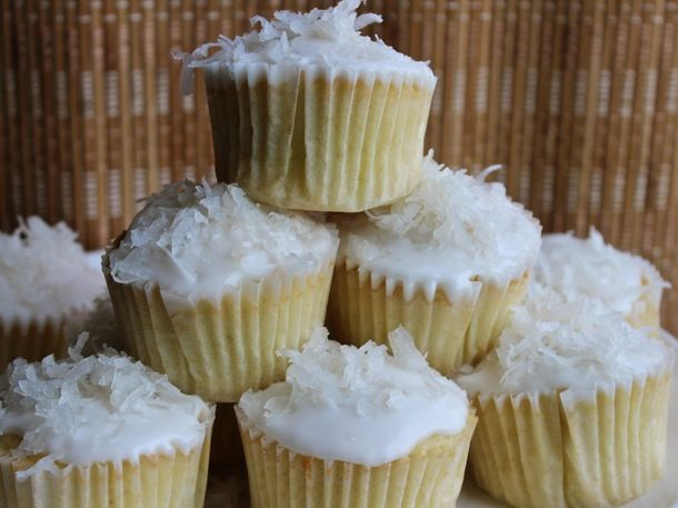 One Bowl Baking Easy Coconut Cupcakes Sweet Tooth