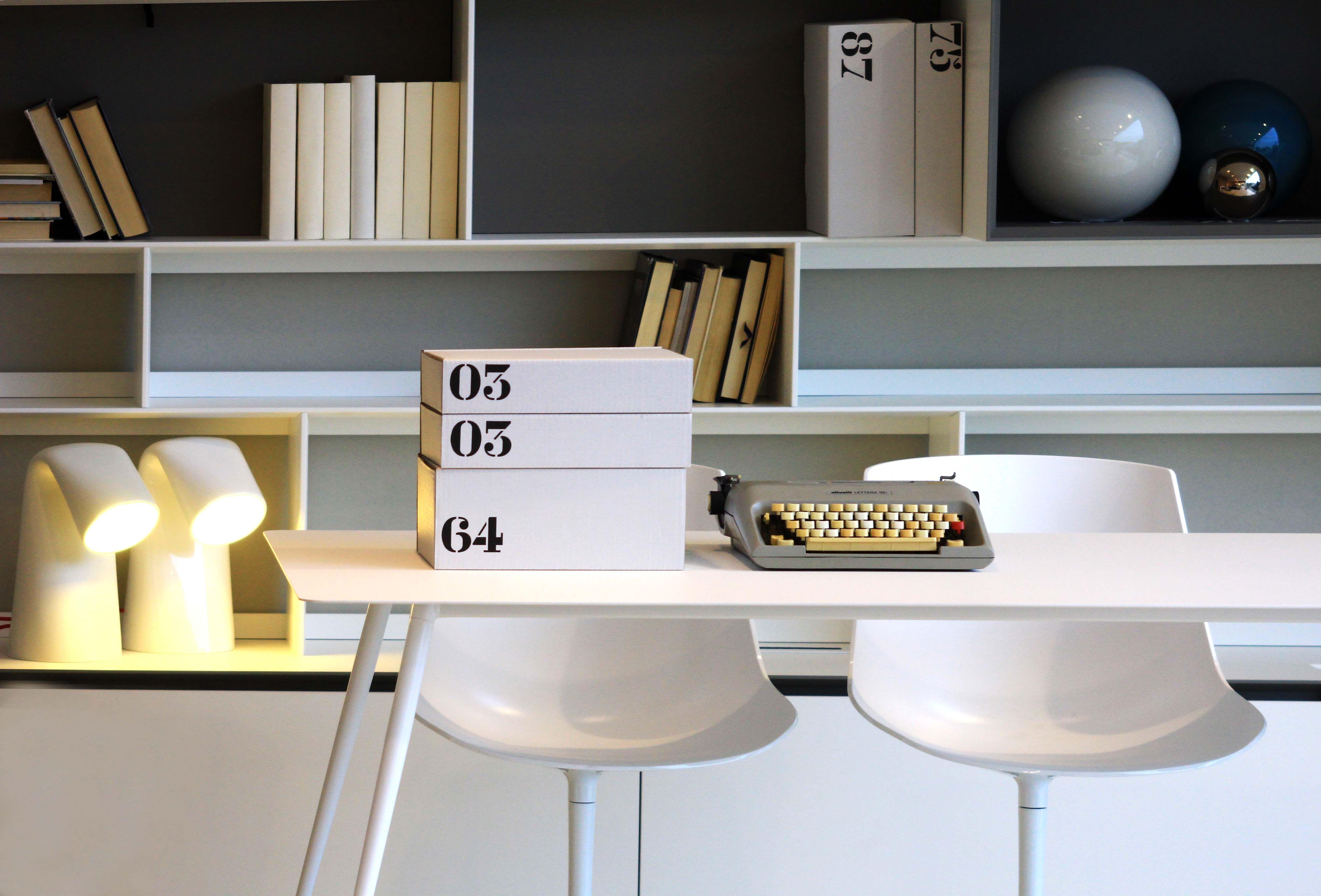 Tavolo spillo di extendo e libreria flatc di b b italia for Selezione arredamenti