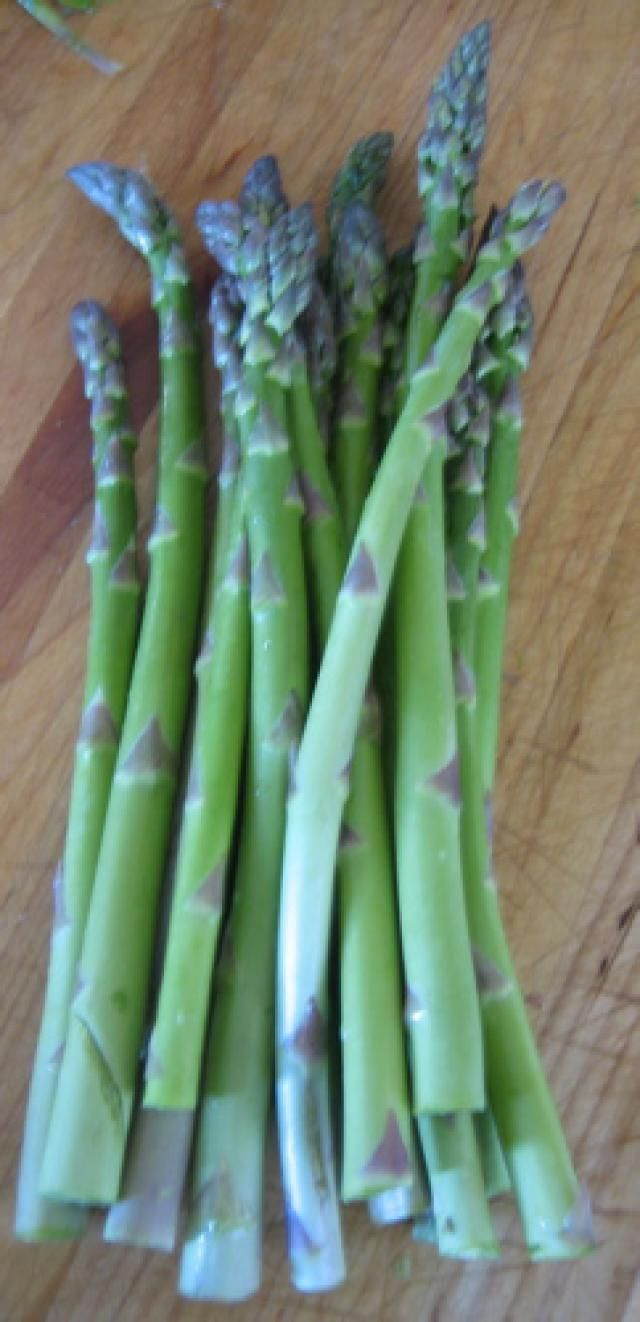 How To Trim Fresh Asparagus Spears Asparagus Asparagus Recipes Healthy Fresh Asparagus