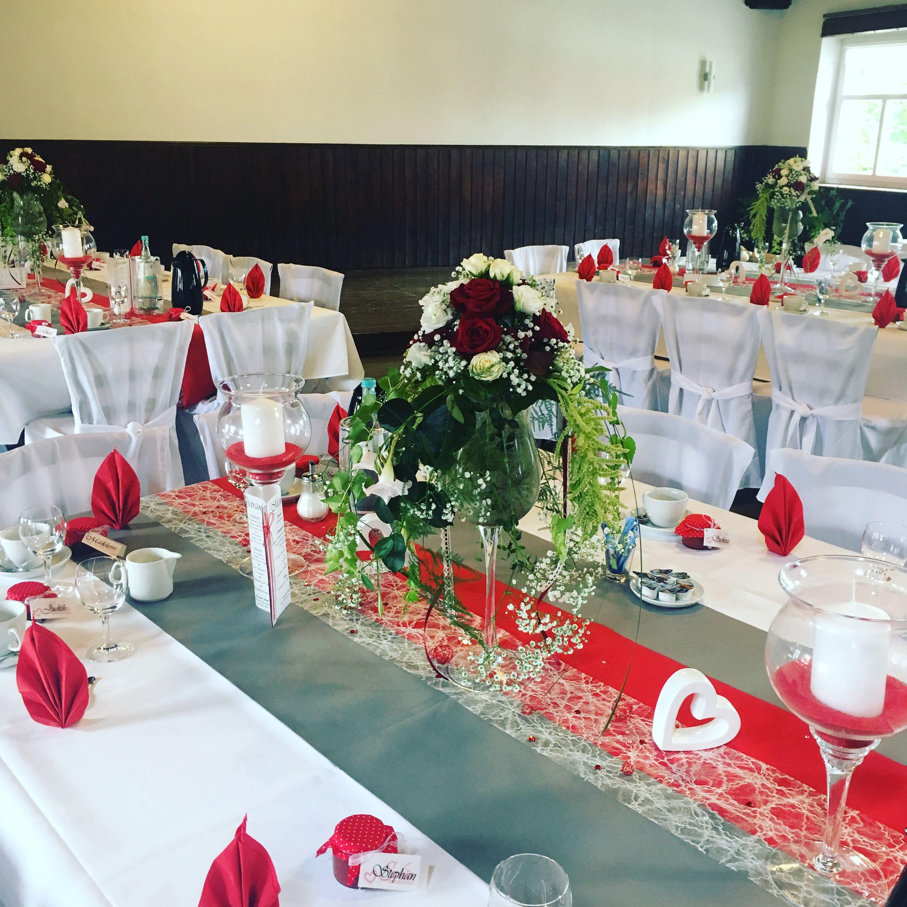 Dekoration in rot und weiß | Hochzeit deko tisch