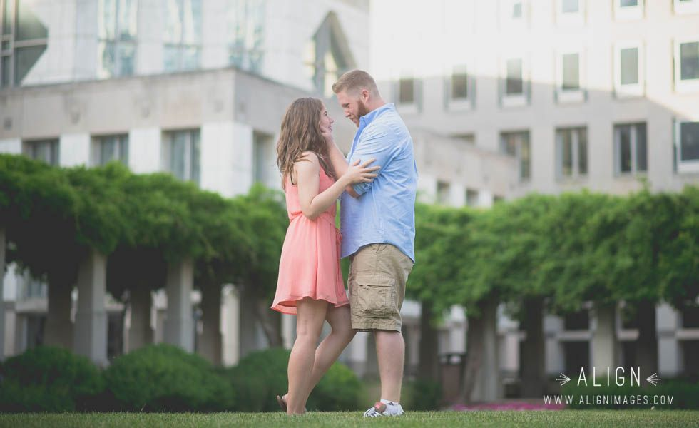 Engagement photos in downtown Cincinnati. Photography by Align Images. www.alignimages.com
