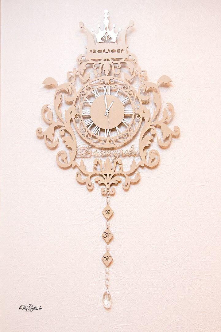 1f2fbe35f2558 Купить или заказать Настенные ,часы из дерева с фамилией и инициалами в интернет  магазине на