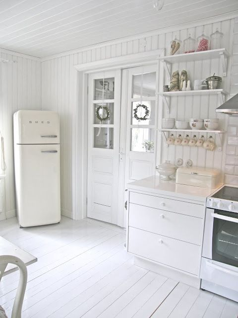 10 Kitchen And Home Decor Items Every 20 Something Needs: White Kitchen. Simple But Beautifully Light & Bright