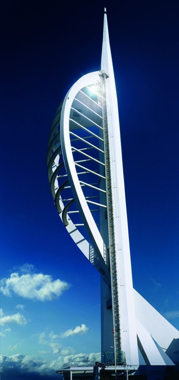Futuristische Architektur Spinnaker Tower | Futuristische Architektur, Coole ...