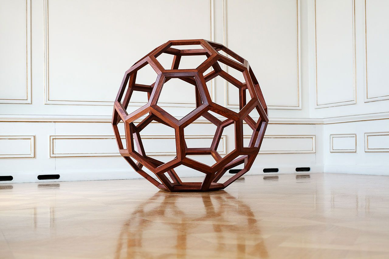 Divina Proportione, 2012. Huali wood, ø 130 / 70 cm. Photo by Paris Tavitian © Museum of Cycladic Art.