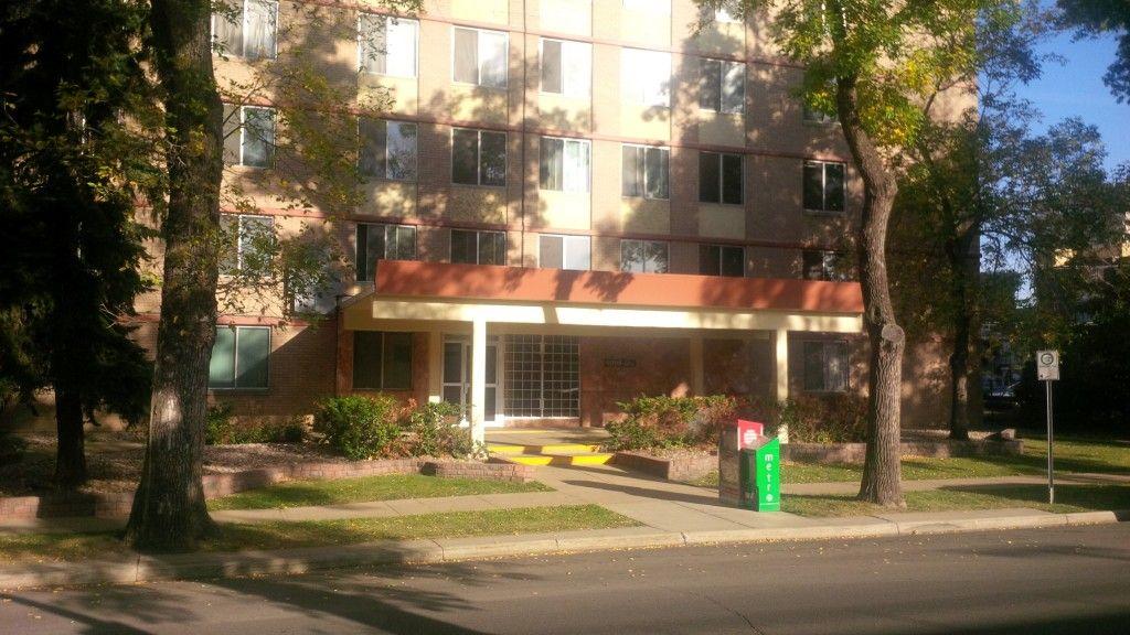 Http Www Caprent Com Properties Alberta Edmonton Grandin Tower Aspx Grandin Tower 9999 111th Street Nw Edmont Apartments For Rent House Rental House Styles