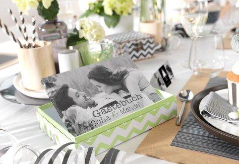 Einheitliche Tischdeko in schwarz-weiss gibt der Hochzeit einen besonderen Rahmen...