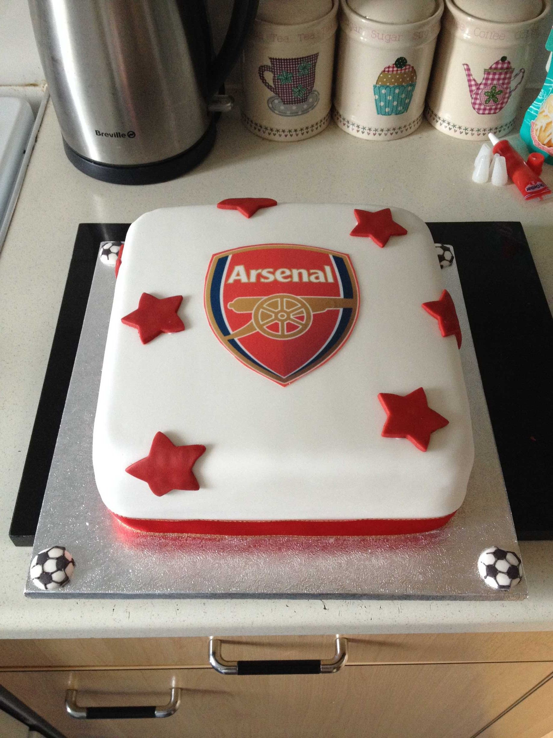 We love this Arsenal cake Louise made for her nephews 10th birthday
