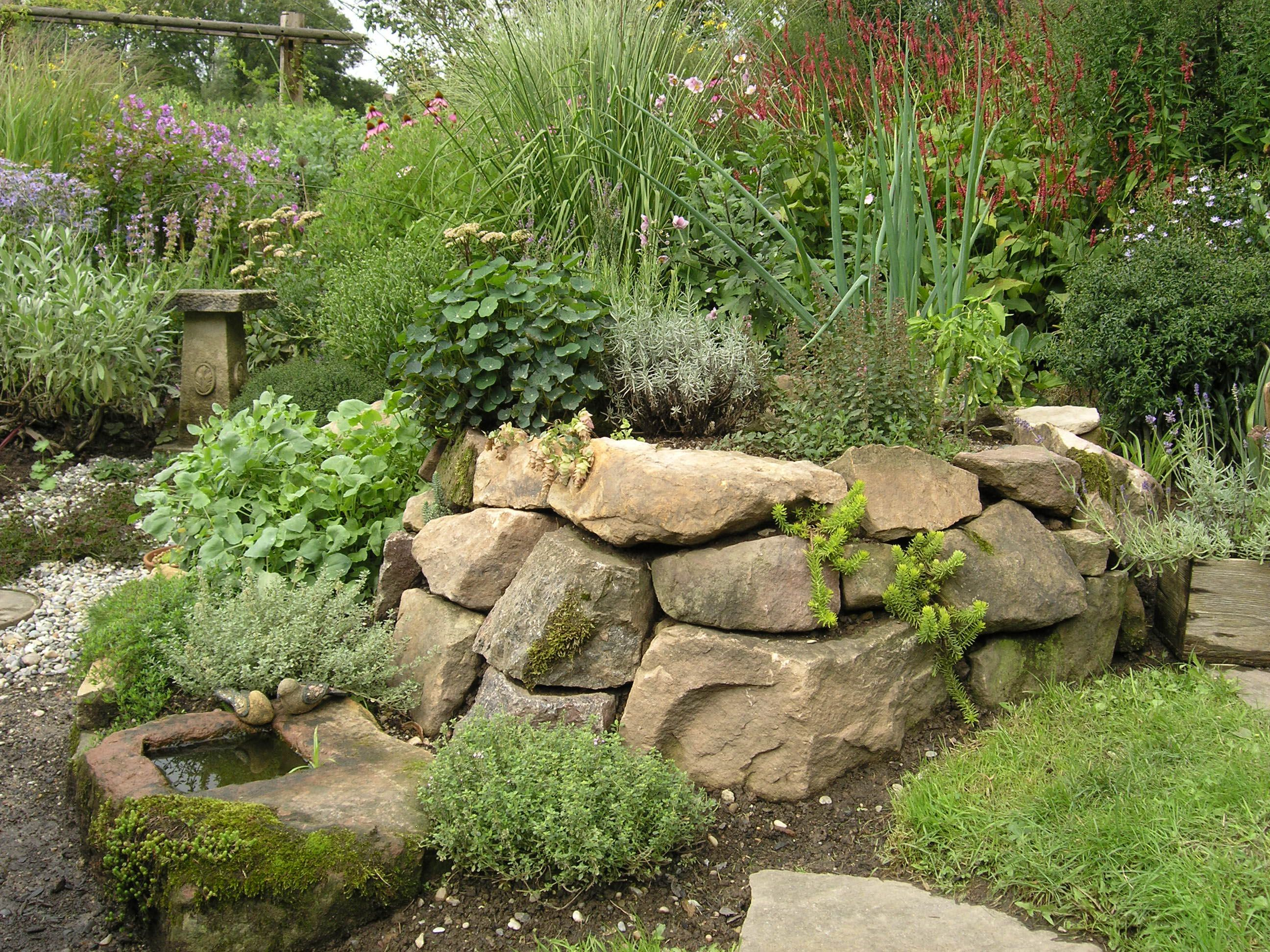 naturnaher garten: trockenmauer | garten | pinterest | gardens, Garten Ideen