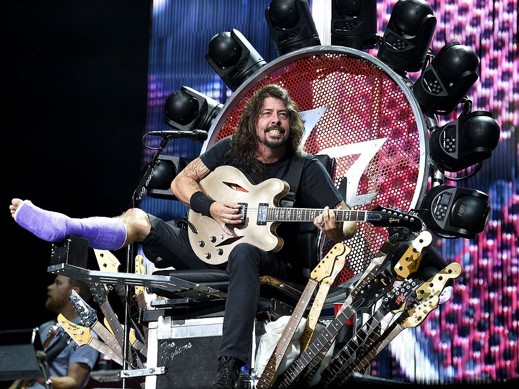 His Orthopedic Surgeon No Really At Foo Fighters Concert VIDEO People Article Dave Grohl