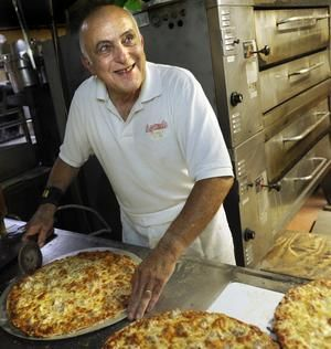 Agatucci S Peoria Il I Remember Watching Him Make The Pizzas Through The Window When I Was A Kid Peoria Illinois Peoria Pekin Illinois