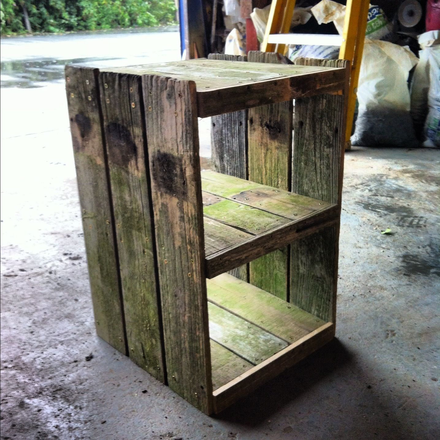 Bedside table made from old fence boards 75 crafts for Old wooden fence ideas