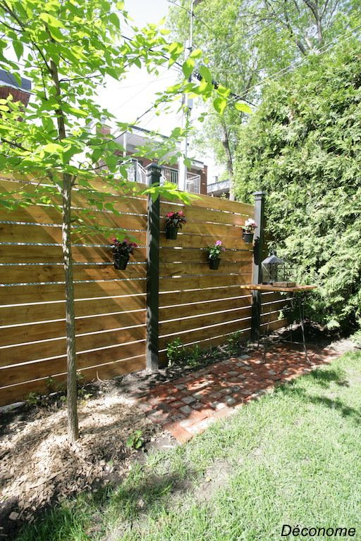 Notre Cloture En Bois Facile A Faire Et Pas Chere Deconome Amenagement Jardin Cloture Cloture Bois Cloture Jardin Bois